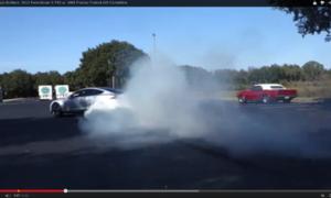 Video: Pálení gum: Tesla Model S vs. Pontiac Firebird