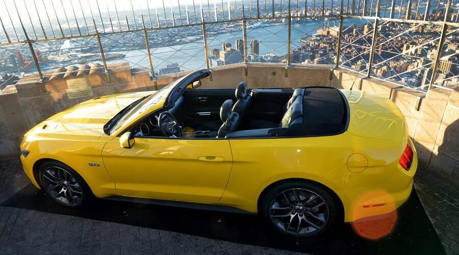 Představujeme: Šílenství kolem 50 let Mustangu začíná speciální edicí a autem na střeše