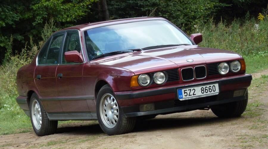 Autíčkářova garáž, Autíčkářův hejt, Recenze & testy: BMW E34: Nesportovní BMW?
