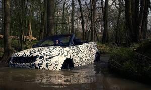 Novinky, Video: Range Rover Evoque Convertible se brodí. Vyrobili u RR nesmysl, nebo perfektní univerzál?