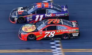 Novinky, Video: Sezóna NASCAR začala nejtěsnějším finishem v historii