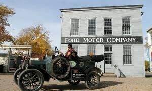 Video: Holandský pár sjíždí svět ve Fordu Model T