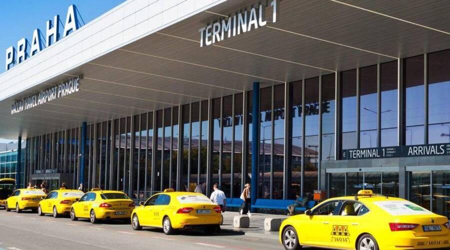 Editorial: Jsou protesty pražských taxikářů marketingovou kampaní Uberu?