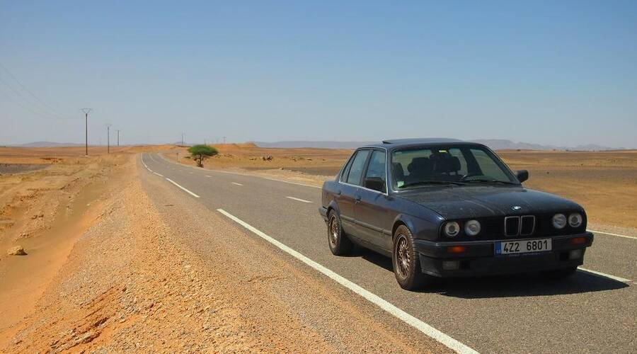 Autíčkář na cestách: Se starým BMW za pár šlupek do Maroka a zase zpátky: Část první