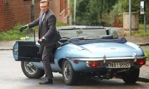 Slavní za volantem: Jakým autem by jezdil reálný kapitán Exner?