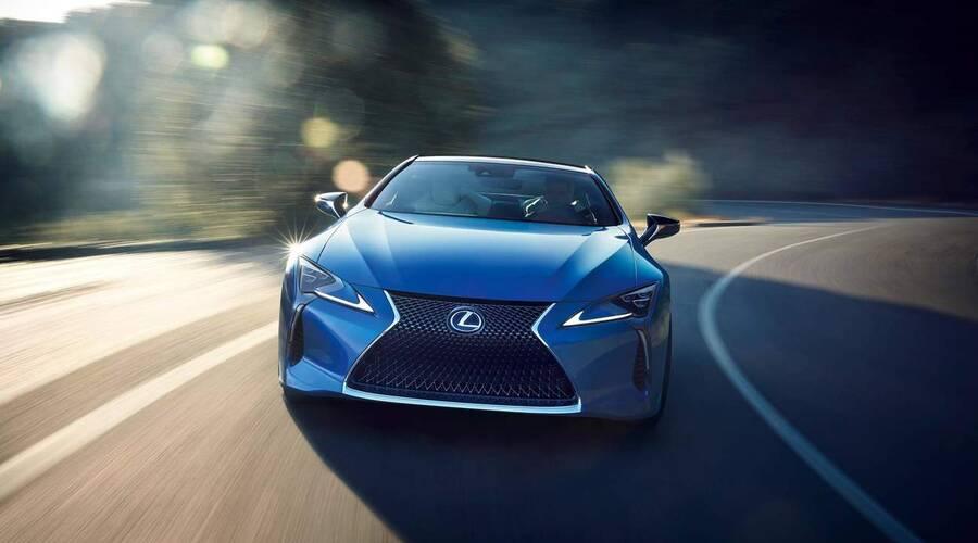 Novinky: Japonský perfekcionismus v praxi – nejmodřejší modrá na Lexusu
