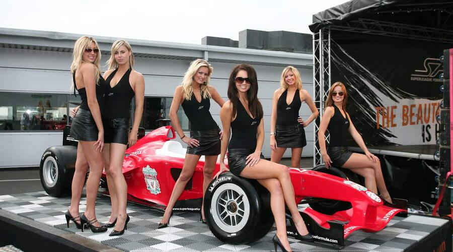 Autíčkářovy názory: Rušit holky na startu F1? A nebylo by férovější prostě přidat kluky, ať se mají i ženy na co dívat?