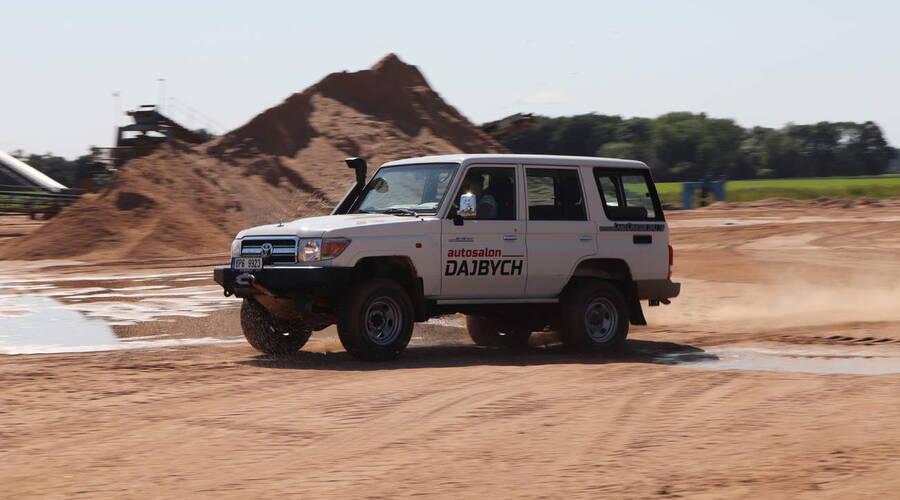Recenze & testy: Toyota LC76: Vláčej mě bahnem a kamením!