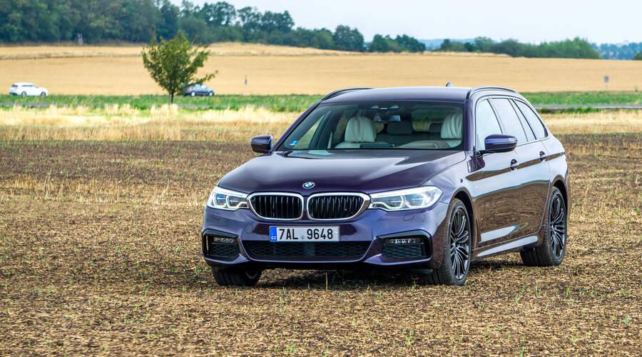 Recenze & testy: BMW 540i xDrive: Polštářky, dříví a rychlost.