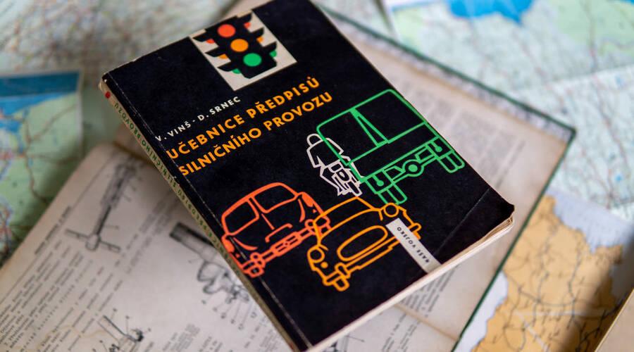 Historie: Učebnice z roku 1960: Jak se učili řídit naši předci?