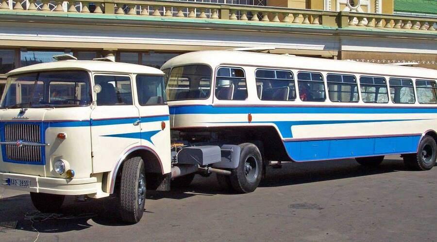 Historie: Dnes bez motoru: O autobusových přívěsech a návěsech