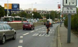 Novinky: Autobusové pruhy v Praze se pro řidiče uzavřou na celý den. Končí časové omezení.