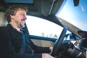 Tesla vs. Trabant očima Dana Přibáně: Budoucnost z dvoutaktního pohledu