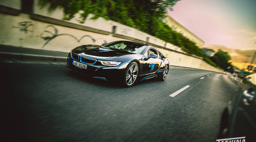 #autickarfuturista, Recenze & testy: BMW i8: Supersport budoucnosti, nebo samoúčelná hračka?