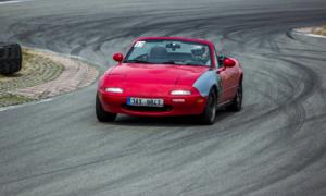 Autíčkářova garáž: Pět let s roadsterem aneb Rudá Potvora v1.8