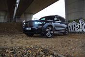BMW X7 M50i: Královská třída