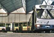 Když jeden kloub nestačí: Z historie tříčlánkových autobusů
