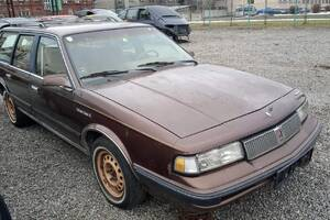 Oldsmobile Cutlass Cruiser SL 1989 1989