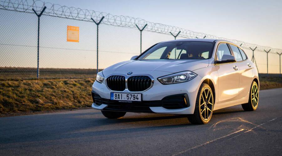 """Recenze & testy: BMW 118i: Překvapivě radostné """"obyčejné"""" auto."""