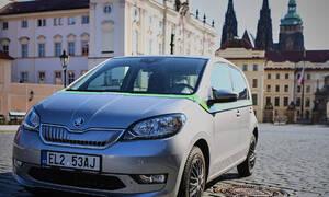 Autíčkářova reklama: Dalších 30 elektrických škodovek pro Prahu