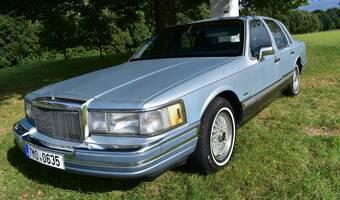 Lincoln Town Car Signature Series 1990