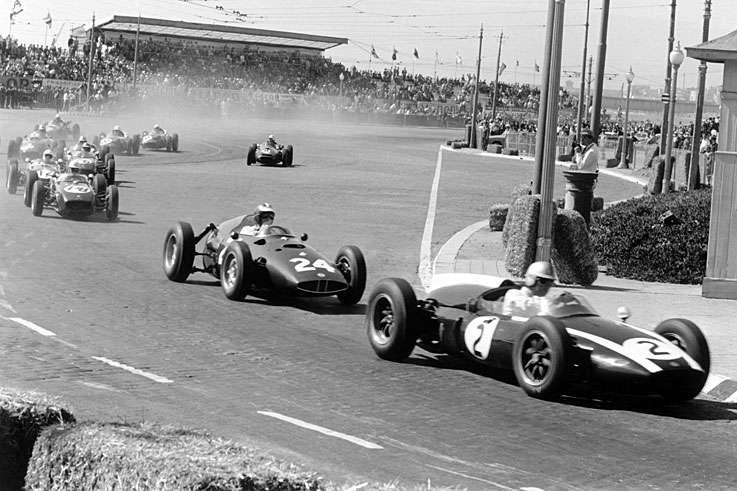 Jack Brabham vede jezdecké pole v Oportu, 1960