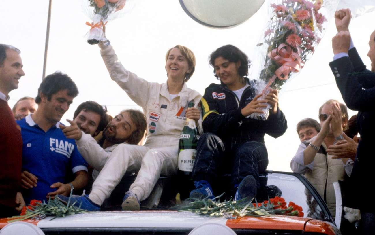 První triumf v MS. V cíli Rallye Sanremo 1981.