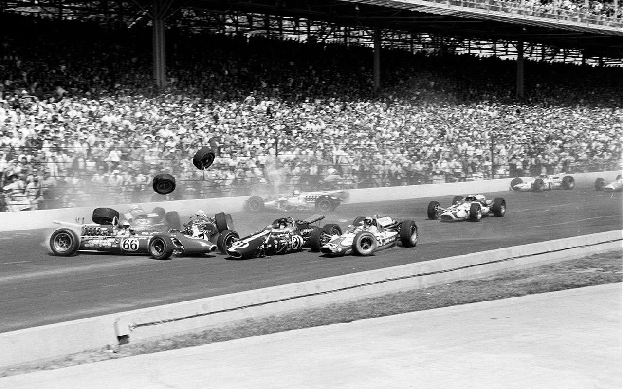 Řetězová havárie po startu Indy 500, 1966.