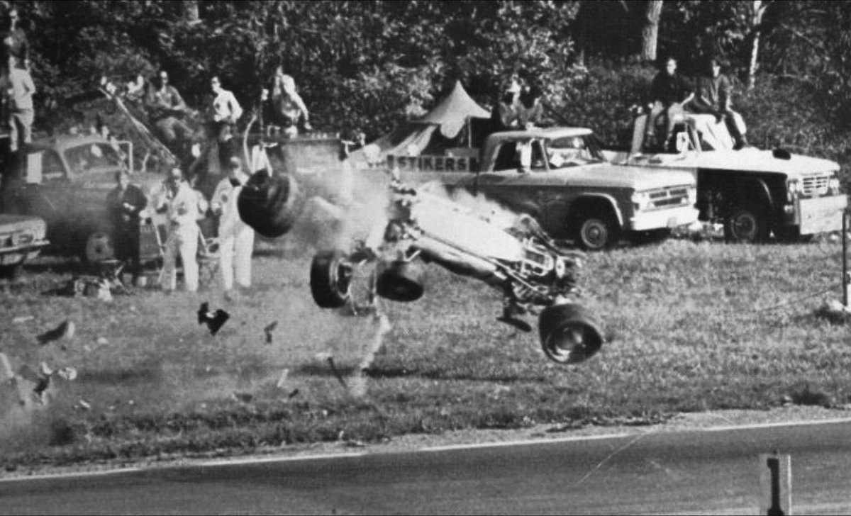Hrozivě vypadající nehoda Grahama Hilla ve Watkins Glen, 1969.