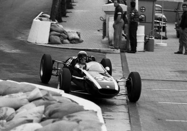 Stewart během závodů Formule 3, Monako, 1964