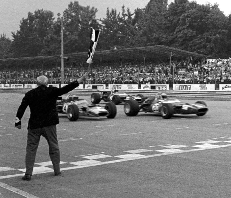 Těsné vítězství na okruhu v Monze, Stewart je poprvé mistrem světa, 1969