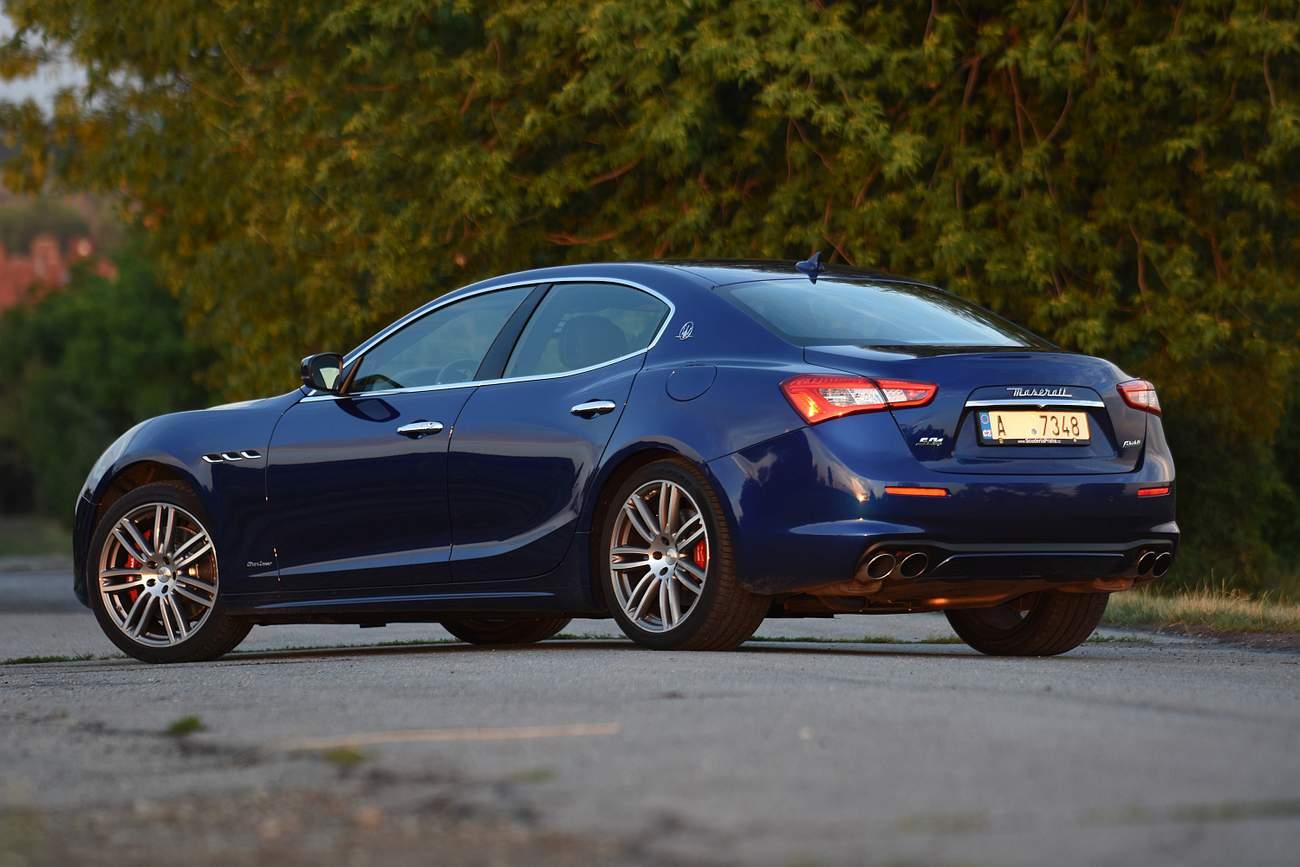 Maserati Ghibli S Q4 Gran Lusso  Divoká romance po italsku  a95ff43d61
