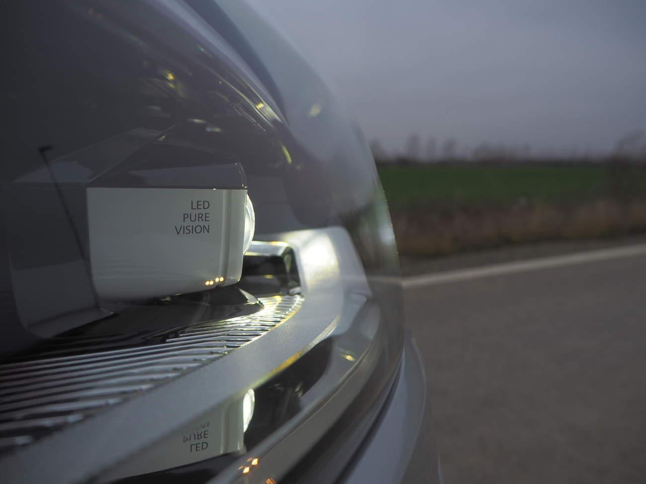 Jak zapojím led světla do mého auta