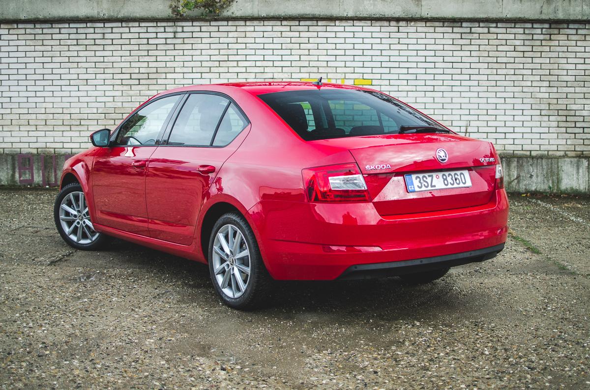 Škoda Octavia 1.0 TSI/85 kW červená exterier